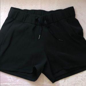 Lululemon shorts with pockets